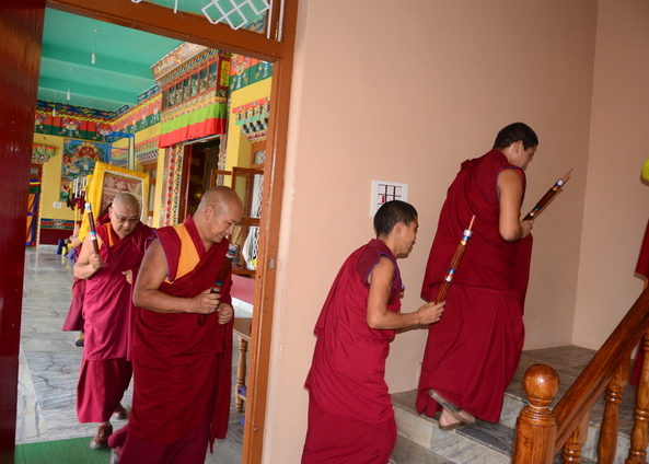 Geshe la Phelgye makes offerings at Sera Jey