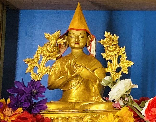 Lama Je Tsongkhapa statue